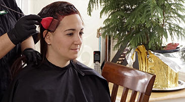 Home hairdresser for hair dye and highlights